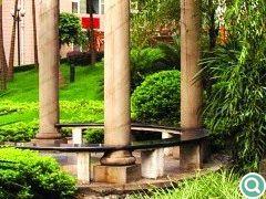 现代罗马风格景亭与中式植物群落的交融别有情趣