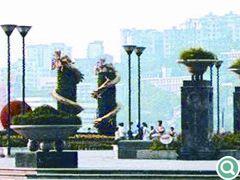 序列感强烈的花柱,将整个广场竖向控制得恰到好处